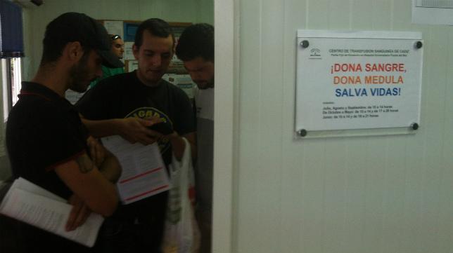 Brigadas Amarillas acude a donar médula al Centro de Transfusión Sanguínea de Cádiz,