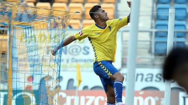 Hugo celebra su gol en Carranza ante el Villanovense