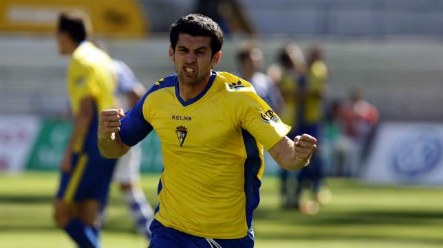 Juanjo celebra uno de los diez goles que marcó con el Cádiz CF en la temporada 2011/12.