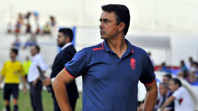 José Miguel Campos, entrenador del Granada B, ya prepara el próximo encuentro de su equipo en Cádiz