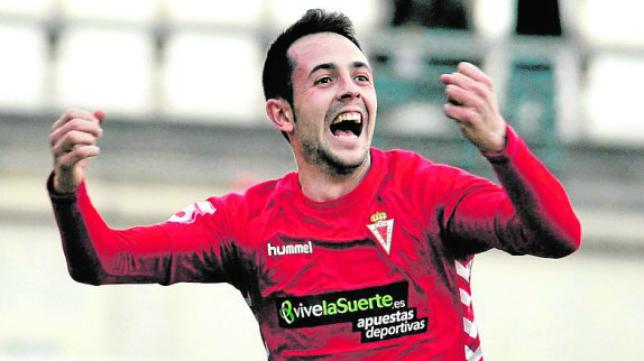 Carlos Álvarez celebra un gol con el Real Murcia