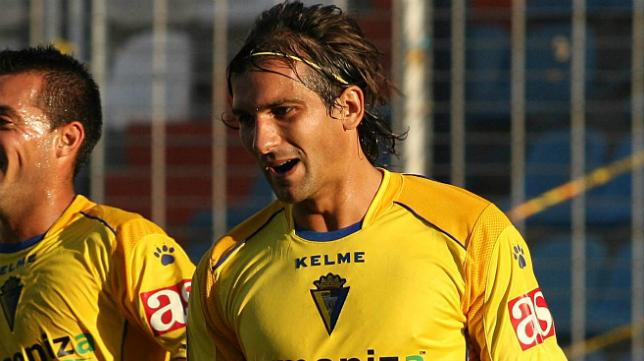 As ya patrocinó al Cádiz CF en Segunda A. En la imagen, De Paula celebrando un gol.