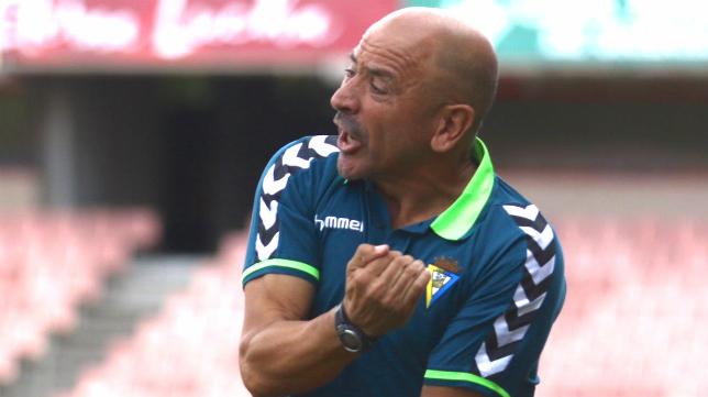 Claudio Barragán se enfada por una acción.