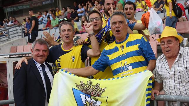 Vizcaíno con aficionados del Cádiz CF
