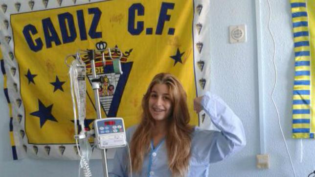 Laura cambió este domingo su asiento en Carranza por la cama del Hospital, pero desde allí dio fuerza a su Cádiz CF.