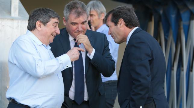 Lendoiro, junto a Vizcaíno y Cobo antes del partido.