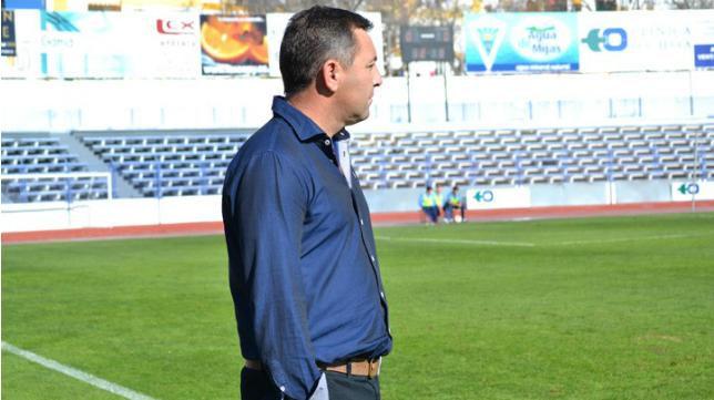 Loren, entrenador del Marbella (FOTO: Marbella 24 horas)