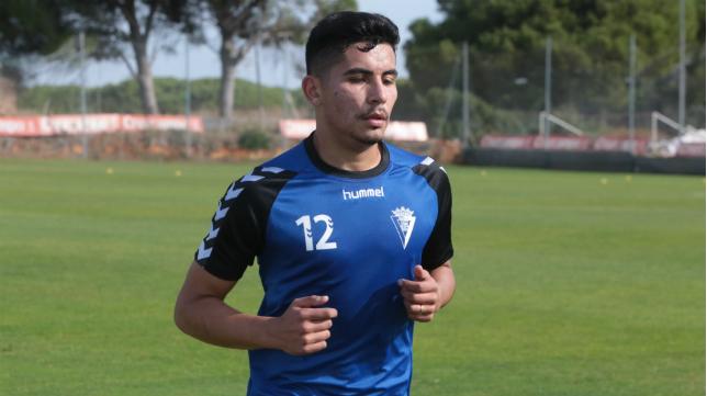 Luis Pavez, durante un entrenamiento con el Cádiz CF en El Rosal