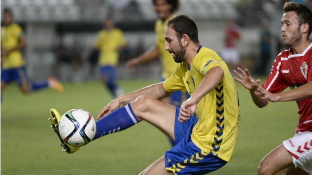 Juanjo debutó en Murcia y sufrió una sobrecarga en el aductor.