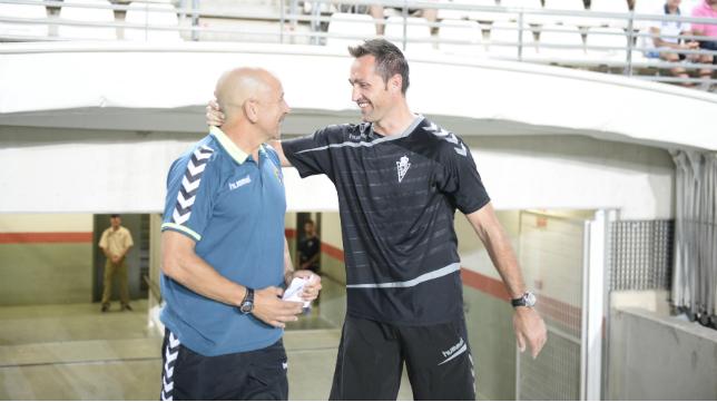 Claudio en La Condomina junto al técnico del Murcia Aira