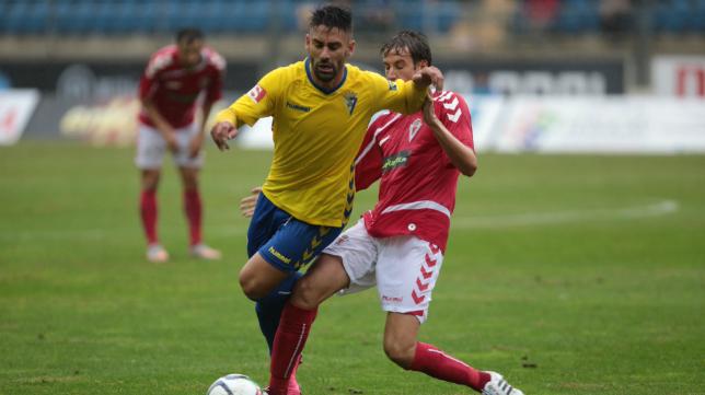 Real Murcia y Cádiz CF siguen la estela del líder UCAM