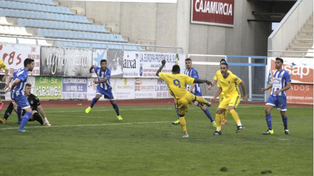 Cuero marcó el gol del empate del Cádiz CF en Lorca.
