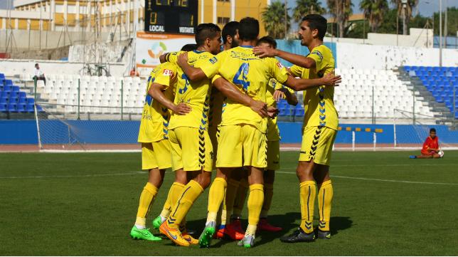 Los jugadores del Cádiz CF celebran el gol en Melilla