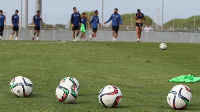Los futbolistas del Cádiz CF han preparado a conciencia el partido ante el CD Laredo.