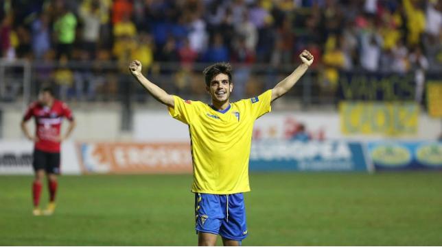 Alberto Quintana en un partido con el Cádiz