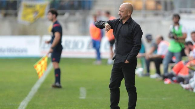 Claudio en el banquillo del Cádiz CF