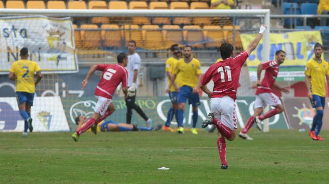 El Murcia se llevó los tres puntos de Carranza gracias al tanto de Azkorra.