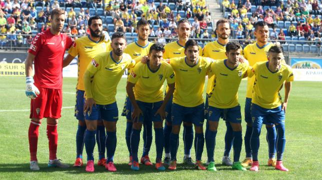 El once del Cádiz CF ante el San Roque solo etnia a cuatro fichajes de este verano.