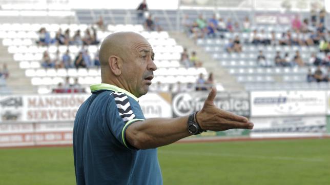 Claudio le ha pedido a sus jugadores más contundencia defensiva.