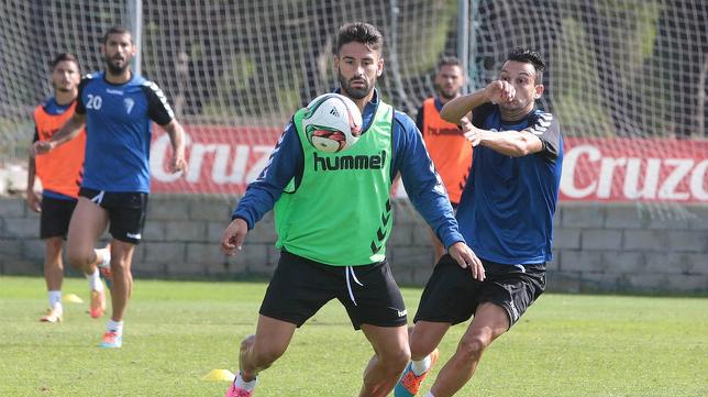 Kike Márquez tiene contrato con el Cádiz CF y su idea es seguir de amarillo.