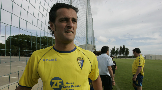 Kiko Narváez con la camiseta del Cádiz CF ya retirado del fútbol