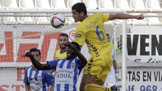 Garrido se rompió el cuarto metacarpiano en Melilla.