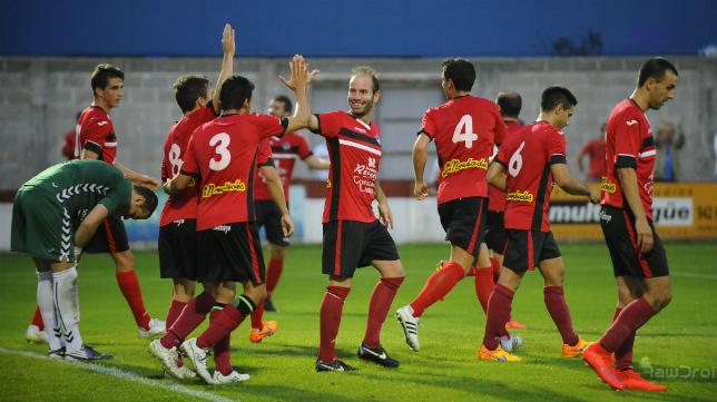 Los futbolistas del Laredo fueron campeones el pasado año en el Grupo 3 de Tercera División.