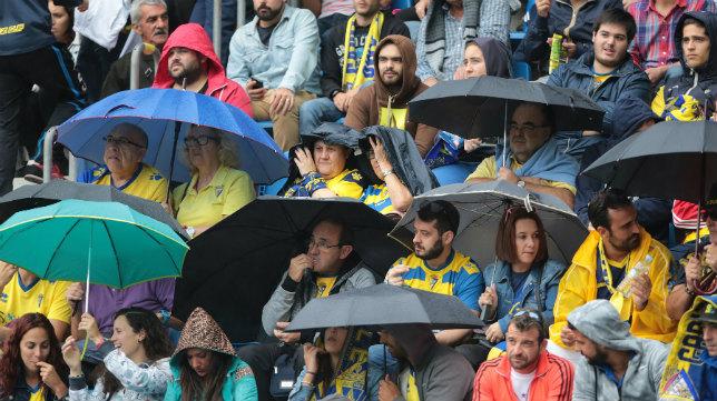 Los aficionados cadistas tendrán que llevarse el paraguas y el chubasquero a tierras gallegas.