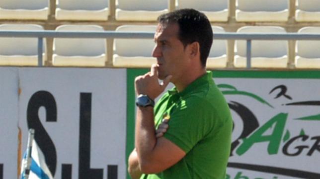 Paco García, entrenador de La Hoya Lorca, quiere dar la sorpresa ante el Cádiz