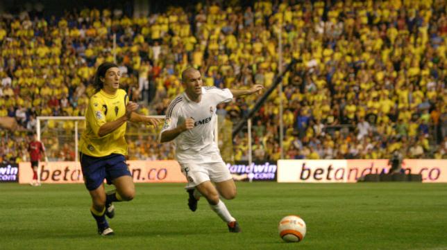 Pavoni ante Zidane en un Carranz repleto