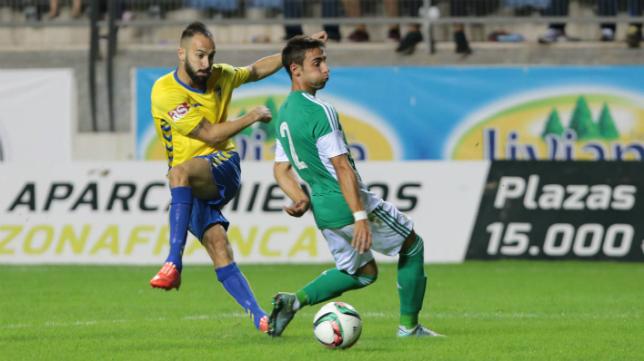 Andrés Sánchez golpea un balón ante el Betis B en el partido de la primera vuelta.