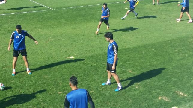 Juan Calahorro, novedad en el entrenamiento del Cádiz CF