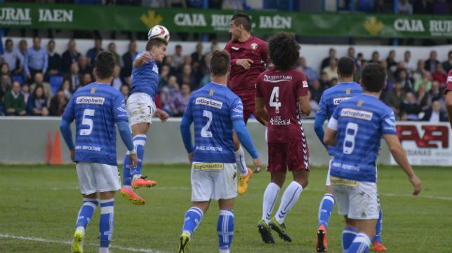 Aridane sigue una jugada en Linarejos