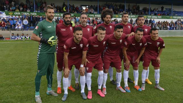 El Cádiz CF estrenó su tercera equipación en Linares