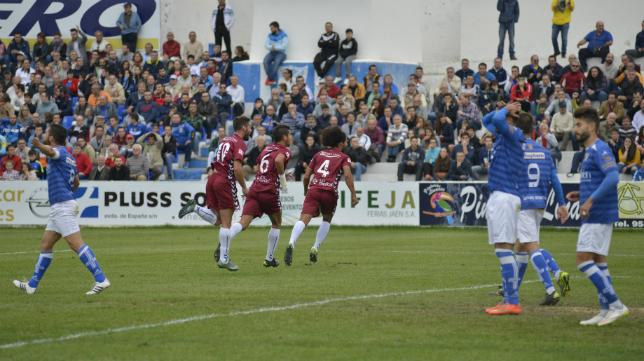 Álvaro celebra el gol del Cádiz CF.