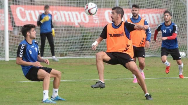 Garrido es uno de los fijos en el centro del campo del Cádiz CF.