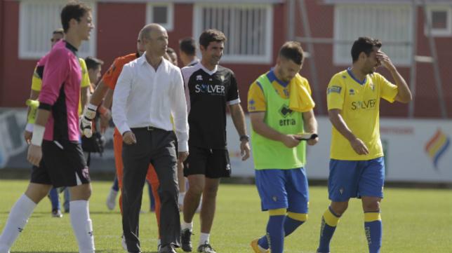 El Cádiz CF de Calderón ganó el año pasado en la ciudad deportiva sevillista.