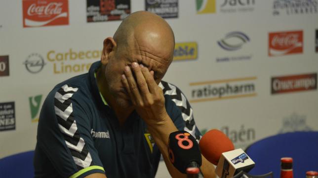 Claudio, durante la rueda de prensa en Linarejos.