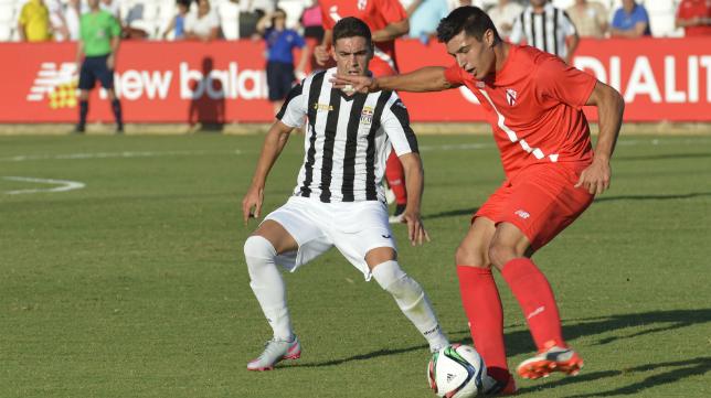 Diego González, canterano del Cádiz CF y futbolista del Sevilla Atlético, a un paso de ascender a Segunda