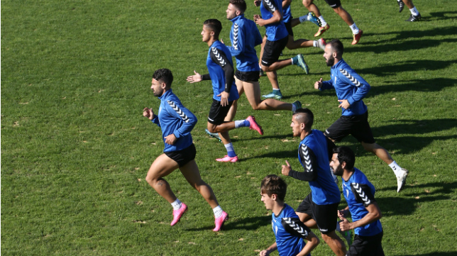 Los jugadores del Cádiz CF en un entrenamiento en El Rosal