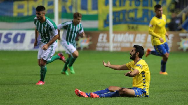 Güiza, desesperado por el mal partido del Cádiz ante el Betis B.