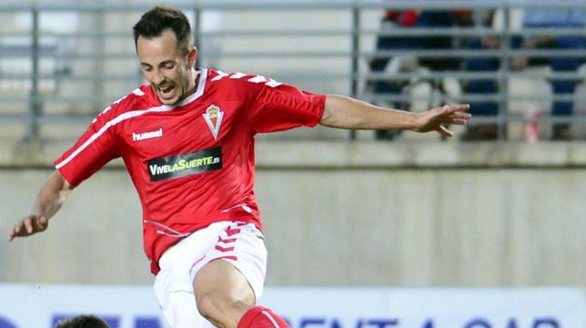 El excadista Carlos Álvarez firmó el 1-2 del Real Murcia y mandó al Algeciras a Tercera