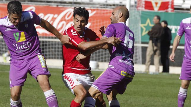 El Murcia solventó su partido en casa ante el Jaén.