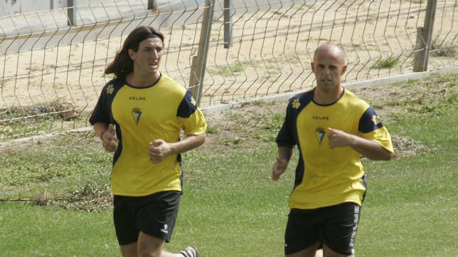 Velázquez y Pavoni, que jugaron aquel partido, durante un entrenamiento en El Rosal.