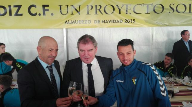 Claudio, Vizcaíno y Mantecón brindan por el nuevo año en el Cádiz CF