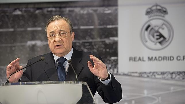 Florentino Pérez atendió a los medios de comunicación en una multitudinaria rueda de prensa.