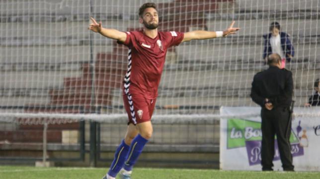 Lolo Plá celebra uno de sus nueve goles marcados esta temporada.
