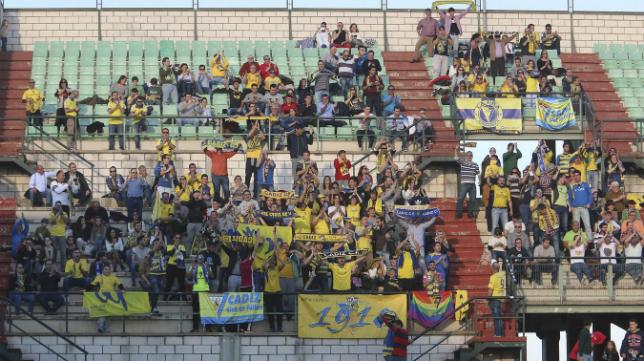 Seguidores del Cádiz CF en las gradas del Romano José Fouto