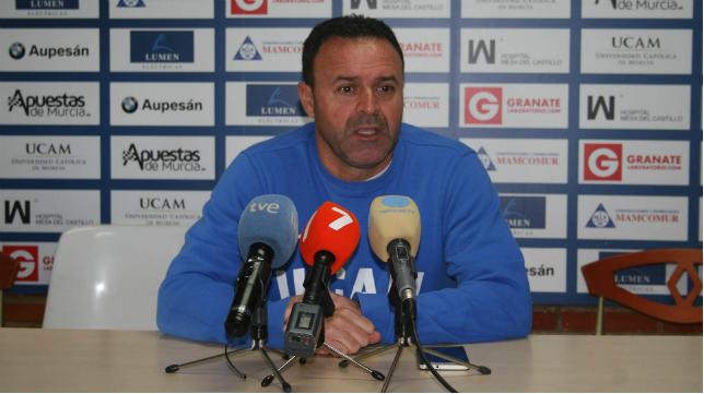 José María Salmerón, entrenador del UCAM, en rueda de prensa
