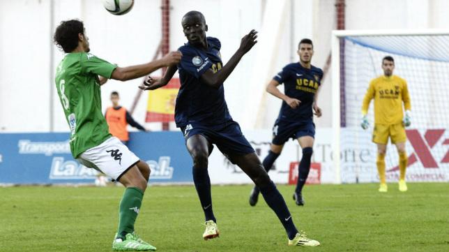 Abdoulaye Fall, en un partido con el UCAM Murcia de esta temporada.